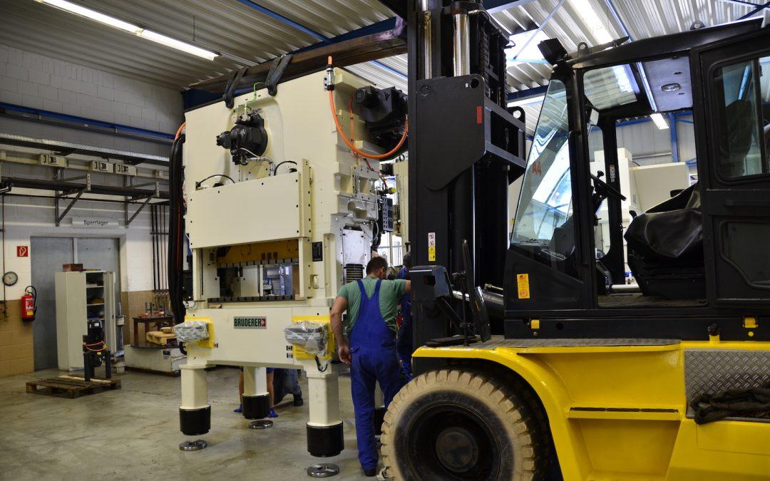 Wir  erweitern unseren Maschinenpark mit Schweizer Präzision